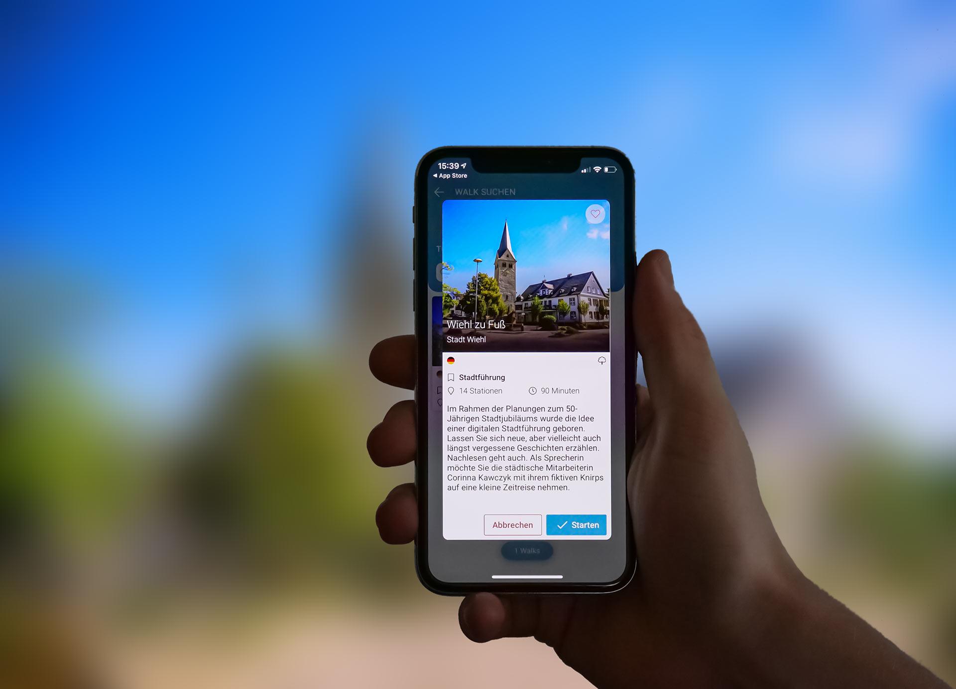 """Die App """"DigiWalk"""", mit der man sich nun Sehenswürdigkeiten in der Wiehler Mitte zeigen und beschreiben lassen kann. Foto: Günther Melzer"""