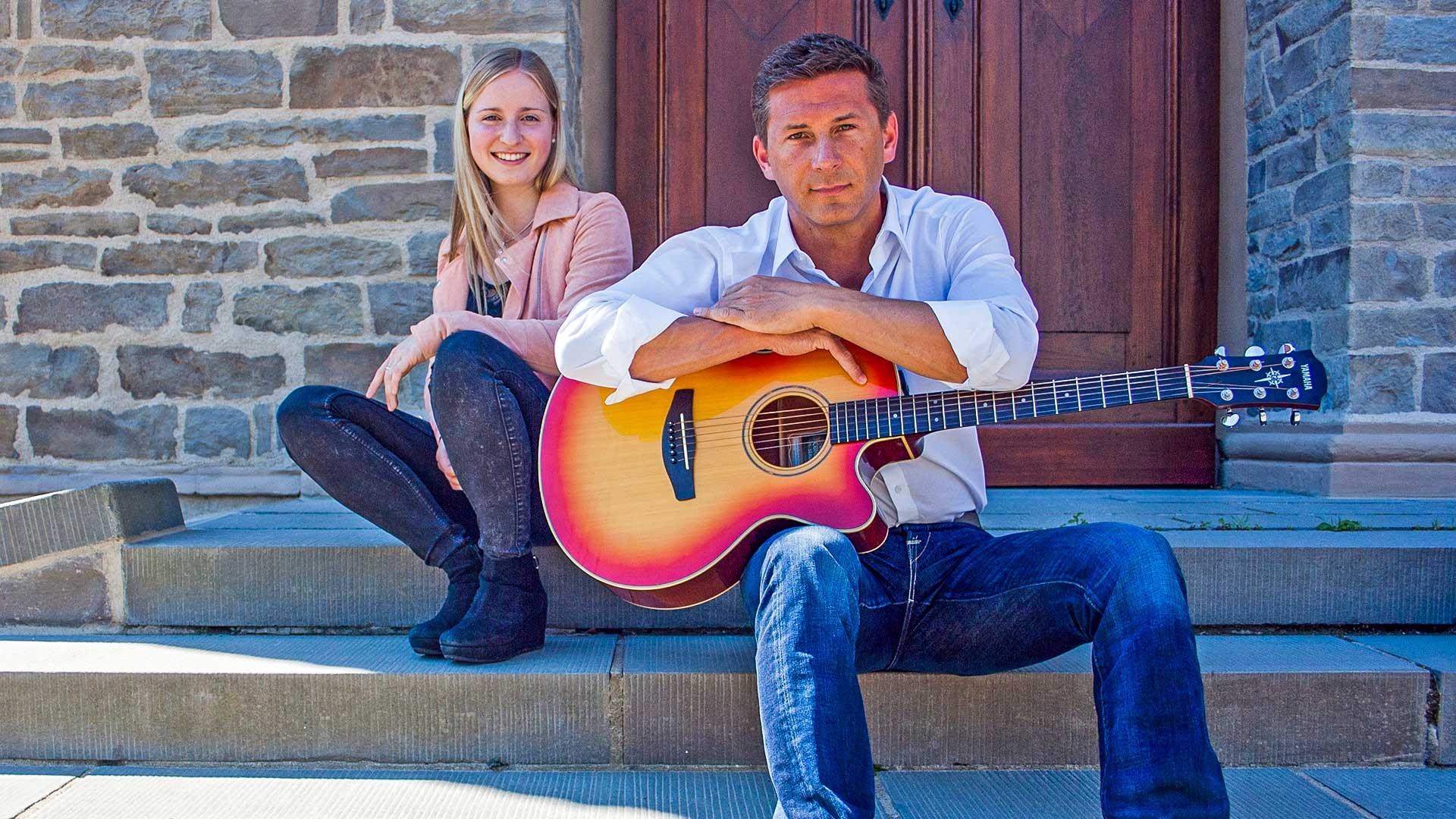 """Bekommen Verstärkung von Leon Zurawski: das Duo """"Melina unplugged"""" mit Melina Kyranoudis und Markus Schell. Foto: privat"""